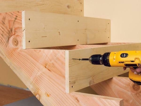 To assemble a wooden staircase, you should definitely purchase a screwdriver, screws, level and other tools