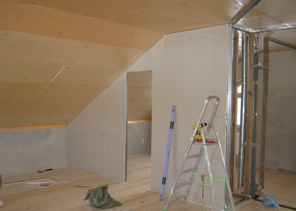 Before beginning the finishing of the attic with gypsum board, you need to purchase a ladder, screws, level, screwdriver and other tools