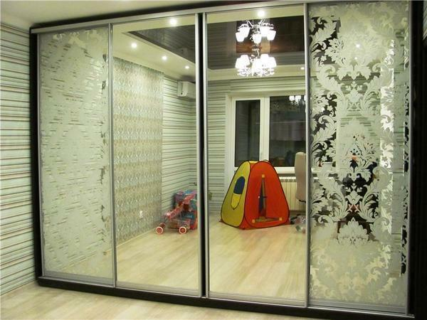 Before installing a wardrobe in a room, it is necessary to determine in advance the place where it will be located