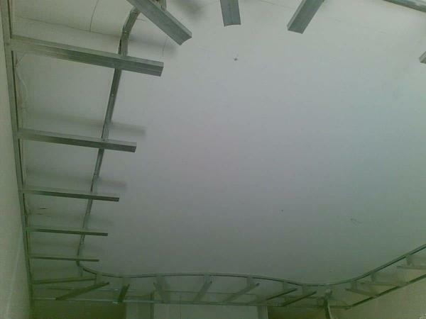 As a rule, before installing the tension gypsum plasterboard ceiling on the metal frame make an accurate drawing