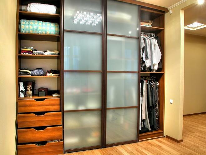 Cloakroom cupboard: metal system, photo clothes, cloth room, children's wardrobe, sitting room size