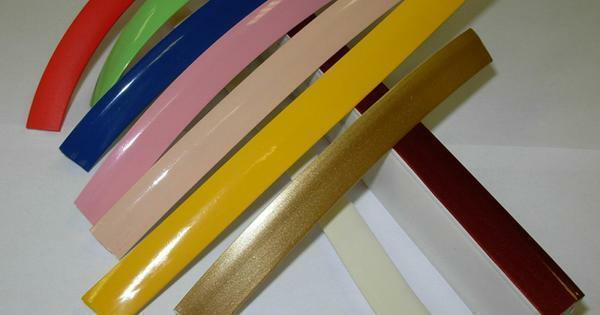 Decorative tapes under stretch ceilings are represented by a wide range. Remember that the color of the fabric and the product must match. Thus, you can achieve a visual expansion of the space