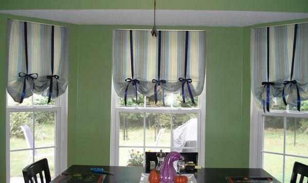 Curtains in English style can differ in length, design and size