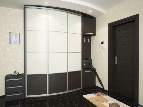 Built-in wardrobe in the hallway: photo in the corridor, door design for, small ideas, drawing and furniture options in the niche