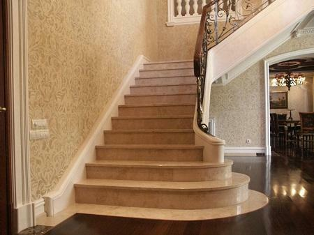 The marble staircase is able to give the interior chic and high cost