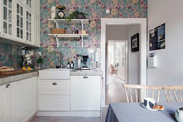 For the kitchen in Khrushchev, an excellent solution will be a combination of bright wallpaper with beautiful furniture