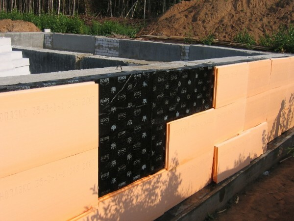 Construction of concrete foundation.