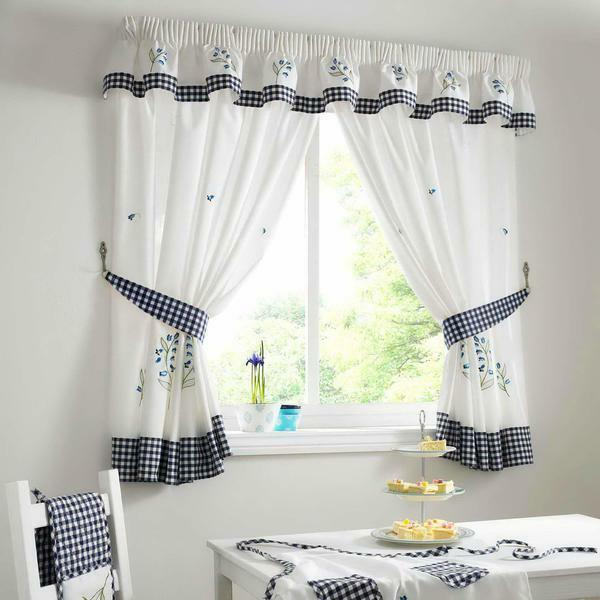When choosing short curtains, you should take into account the window parameters and the method of fixing the product