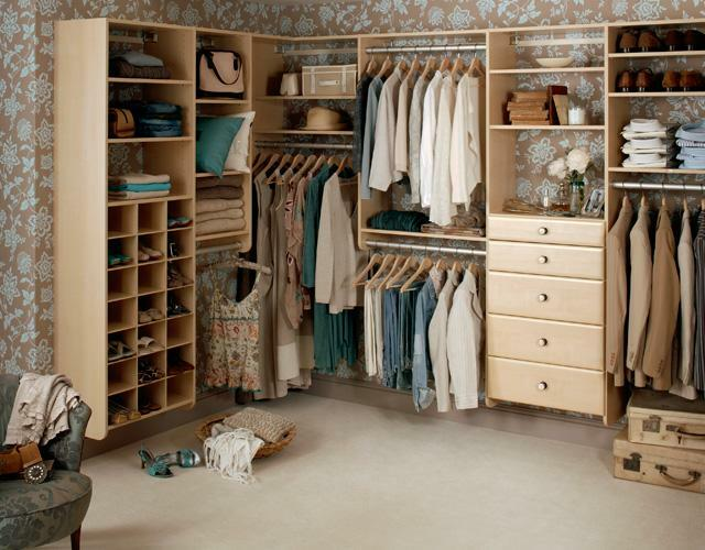 A separate room for the dressing room is a great opportunity to store all your things in one place