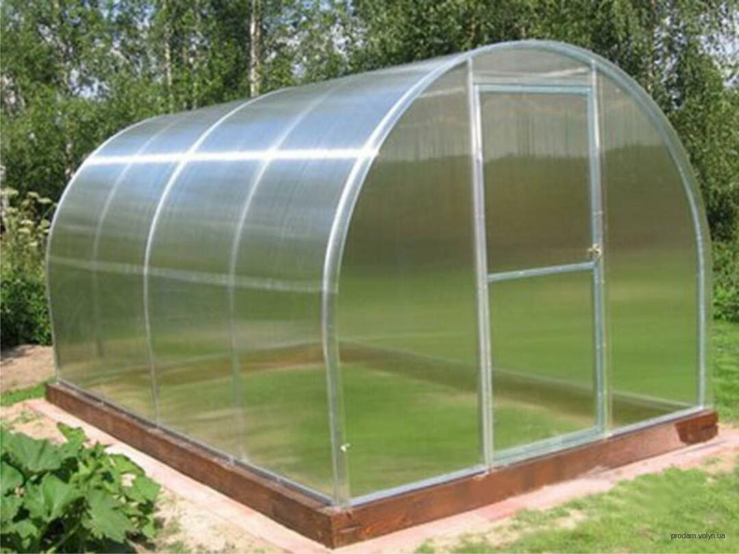 Polycarbonate greenhouses planting and care video: seedling planting, how to plant and plant, the characteristics of cultivation