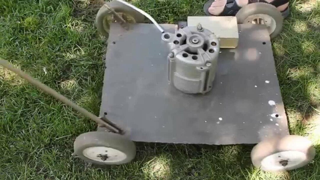 Lawn mower with your hands: the principle of operation of the electric device, instructions, videos and photos