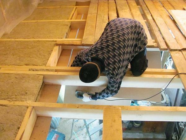 Steam insulation for the ceiling of the bath: insulation with wall materials