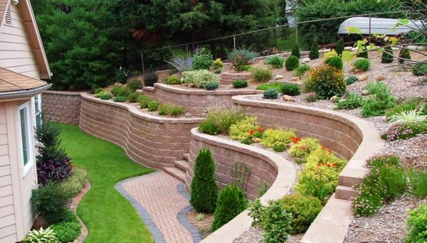 Retaining wall: types of construction, landscape design, how-to instructions, videos and photos