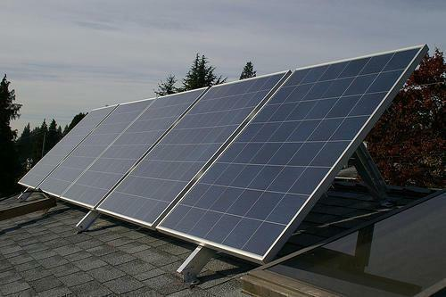 To make the solar battery as productive as possible, it is necessary to direct it to the sun, depending on the season of the year