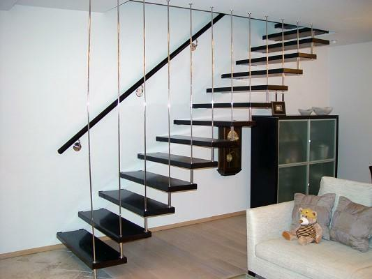 Even the simplest staircase can nicely complement the interior of the room
