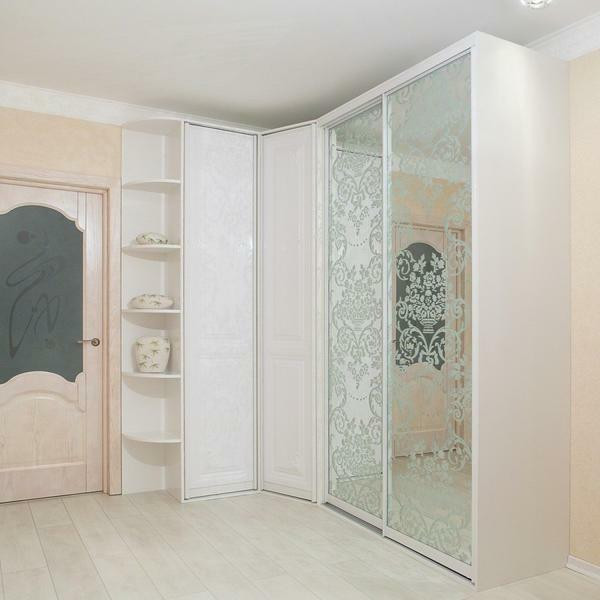 Corner wardrobe with a mirror surface - the most popular model in the furniture market
