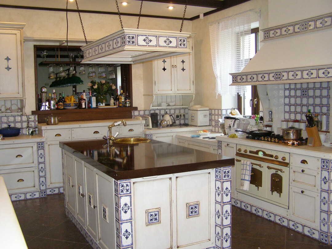 Kitchen design in the style of Provence: feel the warmth and tranquility