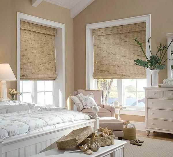 The canvas of Roman curtains in the bedroom can be raised to any height