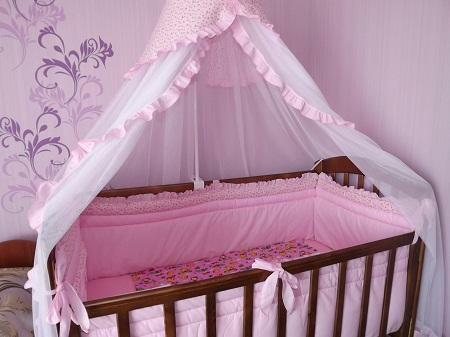 Baldahin on a cot is recommended to choose one that is made of natural tissue without harmful substances