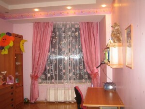 Curtain design for a child's room: tulle, for a small window