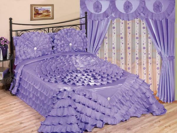 The kit for bedroom from tulle can include accessories in the form of brooches for tulle, holders for curtains or flowers