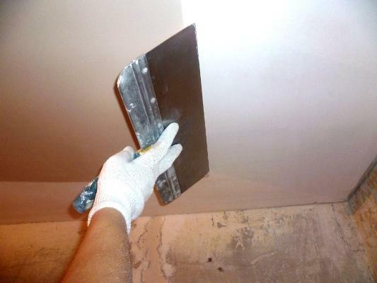 Spackling of walls and ceilings is an important stage in the repair work