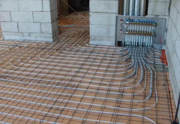 Lay out the pipes can not be throughout the room, and in those places where you need floor heating