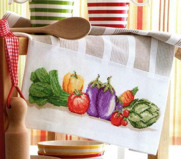 The best arrangement of cross-stitch patterns on a kitchen towel is the edge of the material
