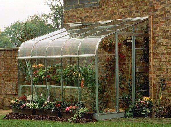 Greenhouse glass or polycarbonate: better glass greenhouse, glazing and replacement