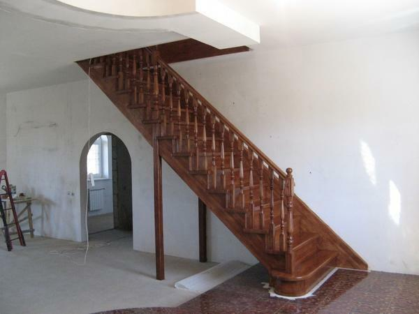 Projects and photos of wooden stairs in a private house: with their own hands a design from wood, a master