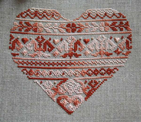 With the help of a heart you can decorate cushions or kitchen towels