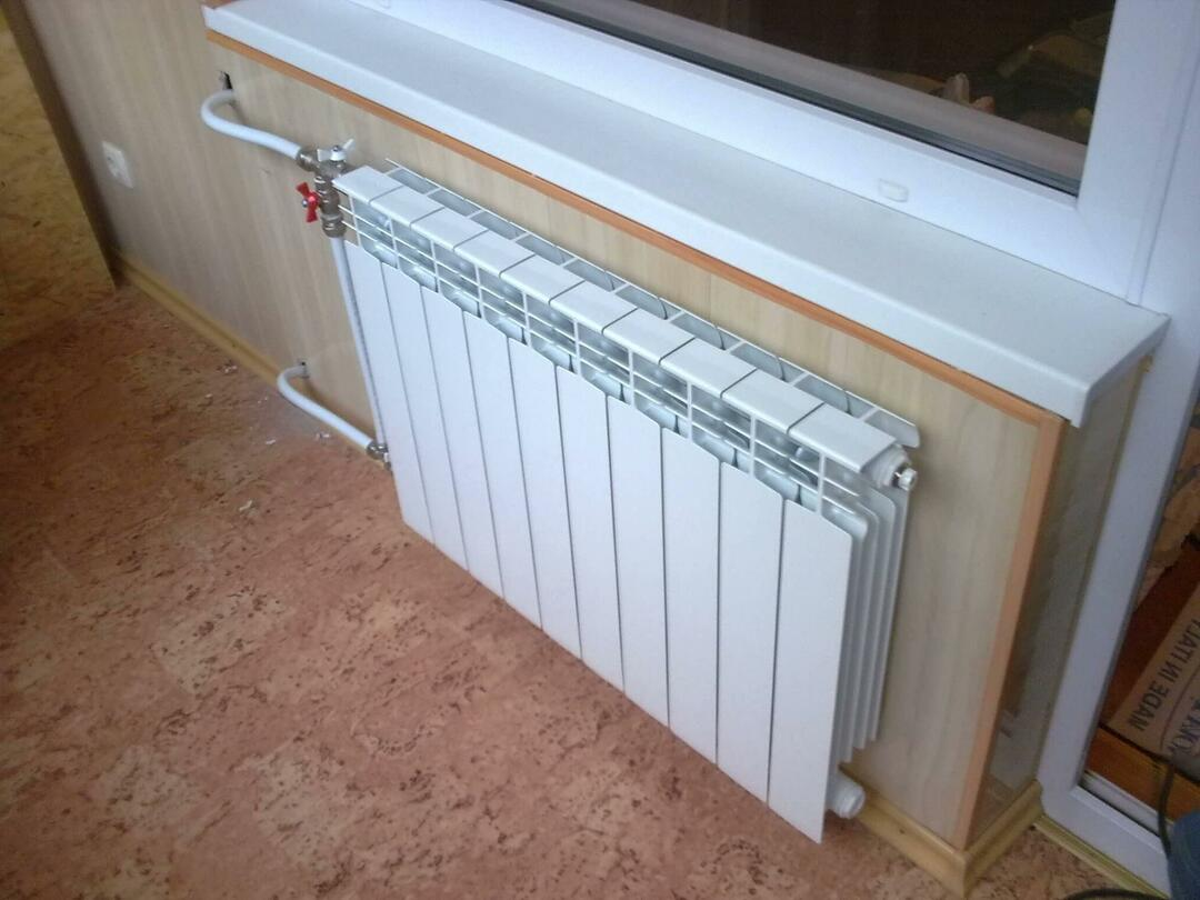 Battery on the balcony: heating and transfer, a loggia with your own hands, permission to take out the radiator and a fine