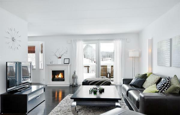 White walls in the guest room create a relaxing and harmonious atmosphere