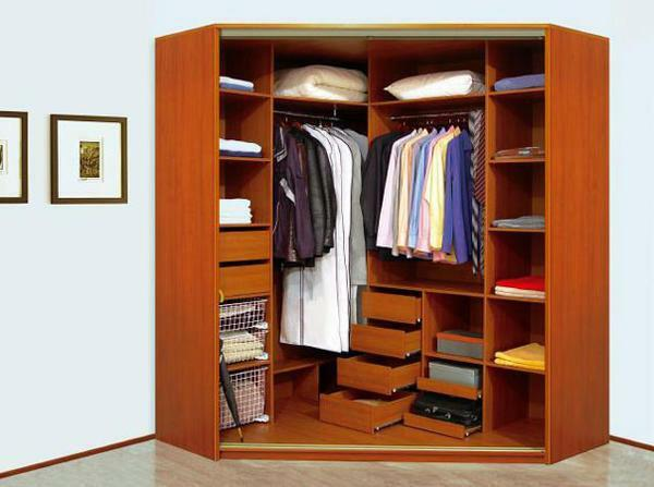 To save space in the dressing room, use drawers and barbells, and you can also allocate space for storing accessories