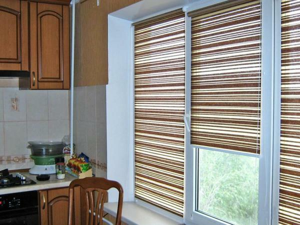 Roller blinds are fireproof and easy to clean