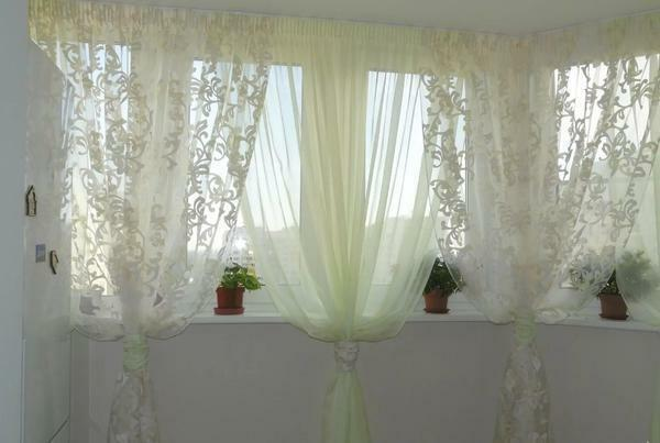Curtains on the balcony: a photo of curtains on the loggia, Roman hang without a cornice, make Japanese