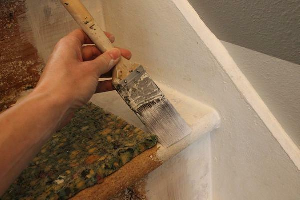 For painting steps of the ladder, you can use an ordinary brush