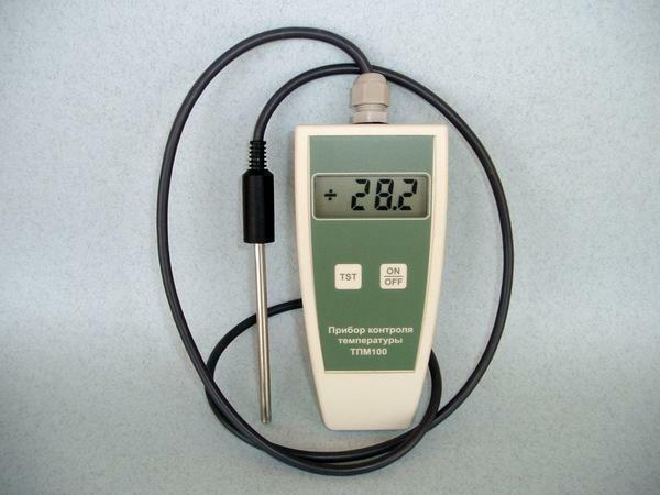 You can buy a device for humidity control in a greenhouse in the store for vegetable growing