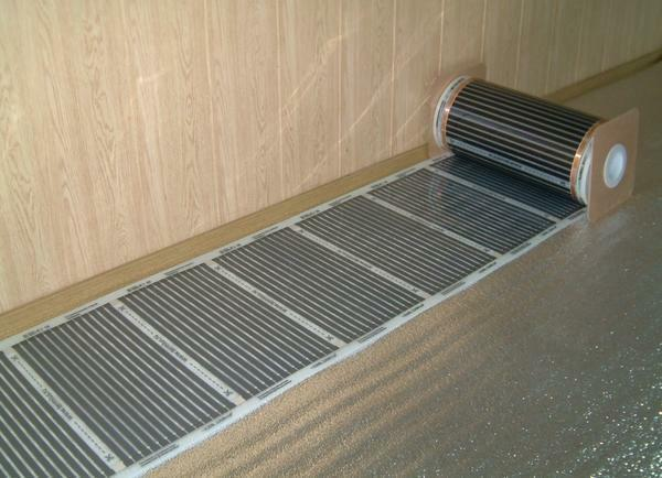 Among the advantages of electric underfloor heating is the long service life and efficiency