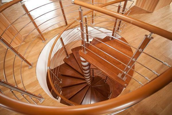 Among the advantages of the spiral staircase is the compactness and excellent aesthetic qualities