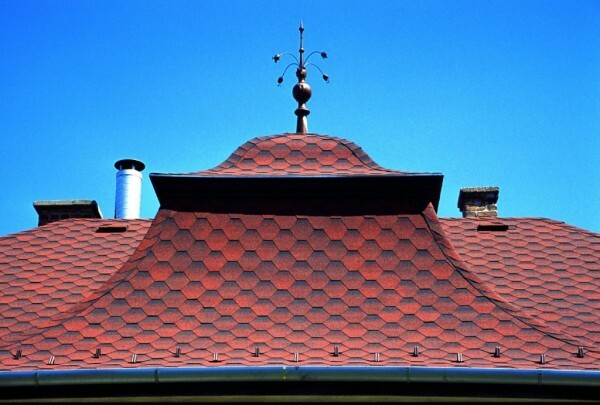 Shingles comes to the roofs of any shape