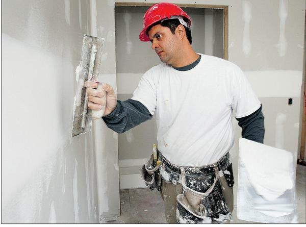 Before you begin the final finishing of the walls, you need to wait for the complete drying of the putty