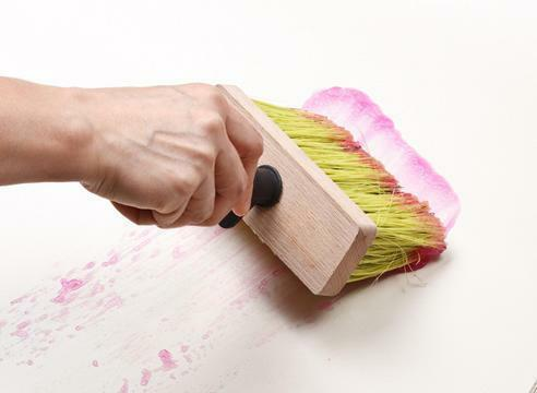 It is necessary to choose the right glue for non-woven wallpaper to ensure that the repair was at the highest level