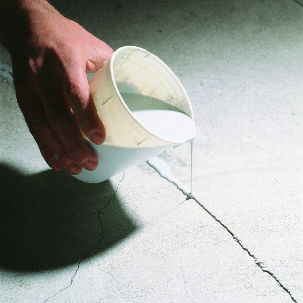 Filling cracks in concrete with epoxy adhesive