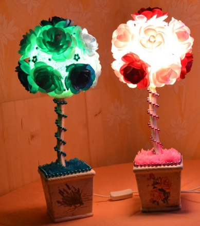 The topiary lamp will not only decorate the room, but it will also become a very practical piece of furniture