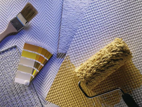 The non-woven wallpaper is similar to the thin, pressed layer of cellulose wool rolled in several layers. Their outer layer has an interesting texture pattern