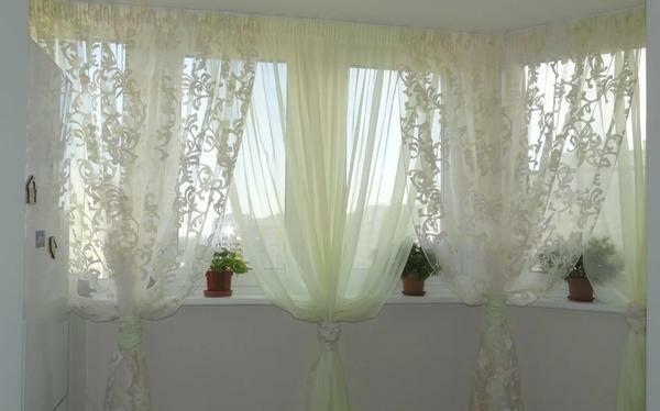 Curtains on the balcony ideas and photos: curtains and tulle on the loggia