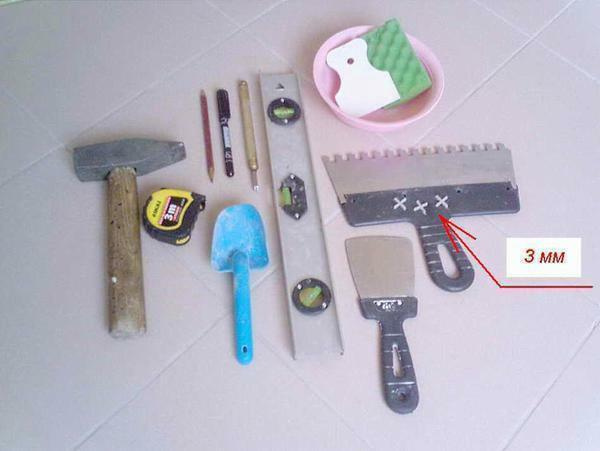 For high-quality wallpapering of wallpaper, it is important to have suitable tools and devices