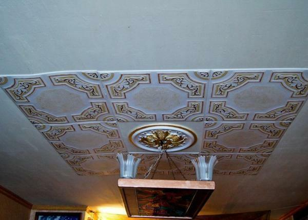 Ceiling made of polystyrene: photo by yourself, panels and decoration, how to fix figured decor, squares and rosettes