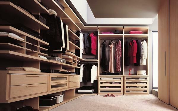 To equip the dressing room is necessary taking into account the size and features of the room